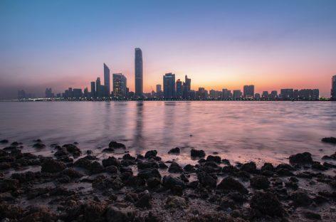 """Nuovo webinar """"Discover Abu Dhabi: dai palazzi della cultura al surf"""" l'11 aprile!"""